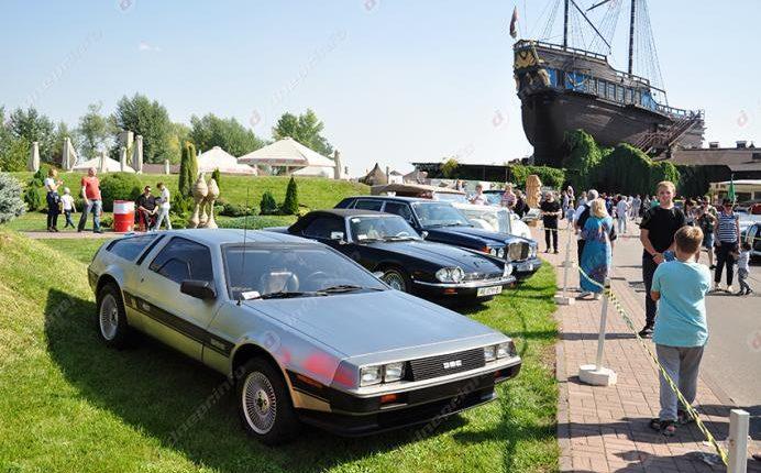 DeLorean DMC-12 мэра Филатова стал самым популярным на автошоу в Днепре