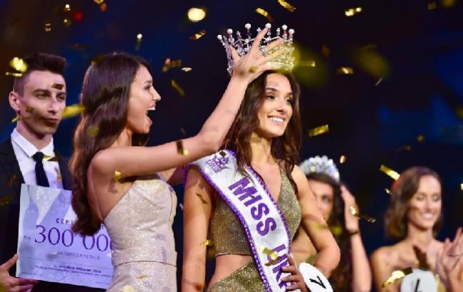 Превосходный скандал наконкурсе «Мисс Украина»: победительницу строго наказали из-за ребенка