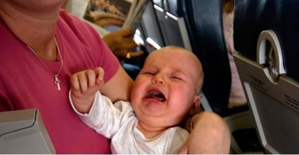 В бизнес-классе самолета запрещали 8-месячному ребенку плакать более 5 минут