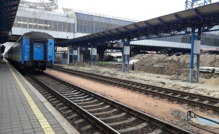 На железнодорожном вокзале Киева строят платформу для рельсобусов