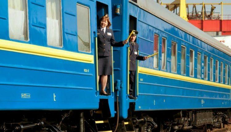"""""""Укрзализныця"""" и """"Укрпошта"""" признаны самыми крупными работодателями"""
