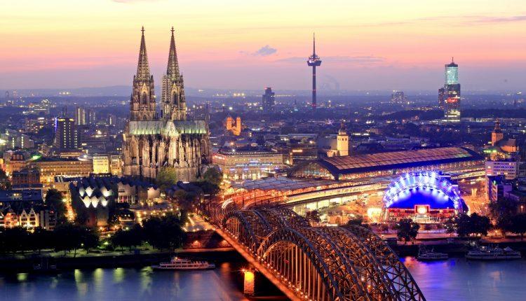 Нардепы проводят выходные в Вене