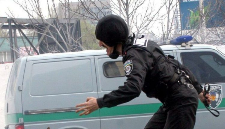 Под Киевом двое злоумышленников напали на инкассаторов и украли деньги