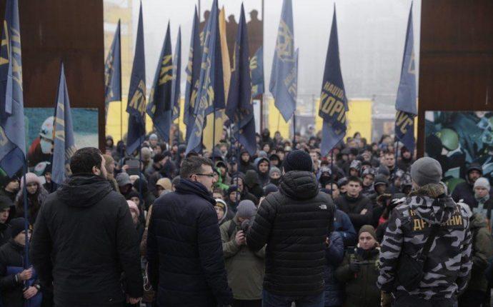 Националисты требуют от Порошенко ввести военное положение, но не переносить выборы