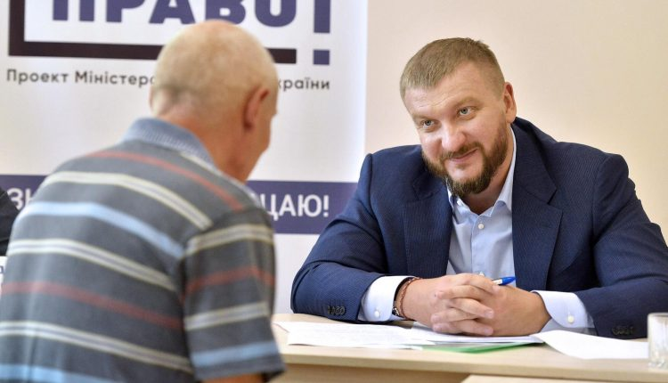Петренко отдал дань окружению Януковича
