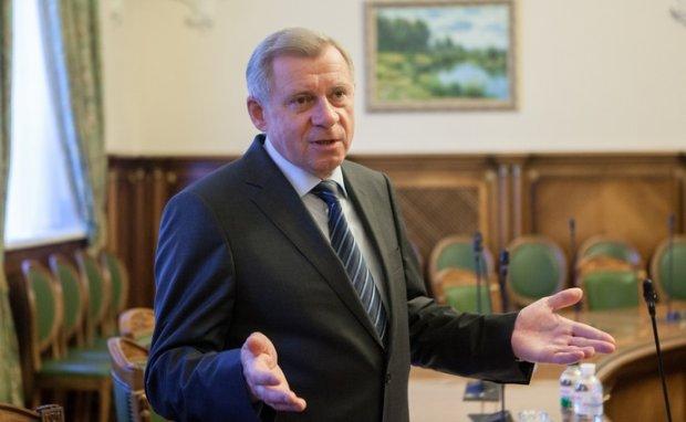 Яков Смолий утверждает, что военное положение не повлияет на банковскую систему