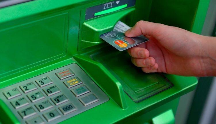 НБУ попросил банки наполнить банкоматы наличными