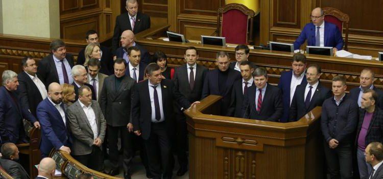 """Михаил Подоляк: """"Они явно хотят узнать, что такое толпа, штурмующая их дома"""""""