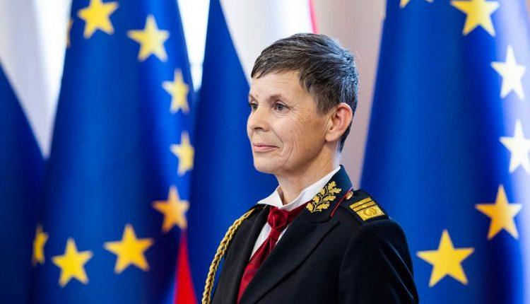 Впервые в истории женщина возглавила армию