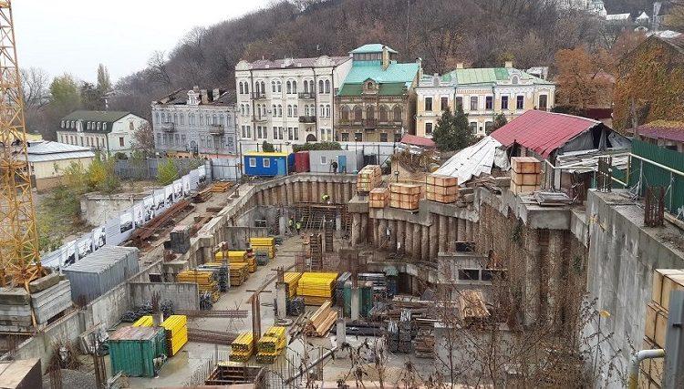 Киевсовет разорвал договор с ЧП, строившим гостиницу на Андреевском спуске