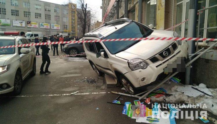 В Киеве расстреляли Nissan, у водителя которого забрали сумку денег