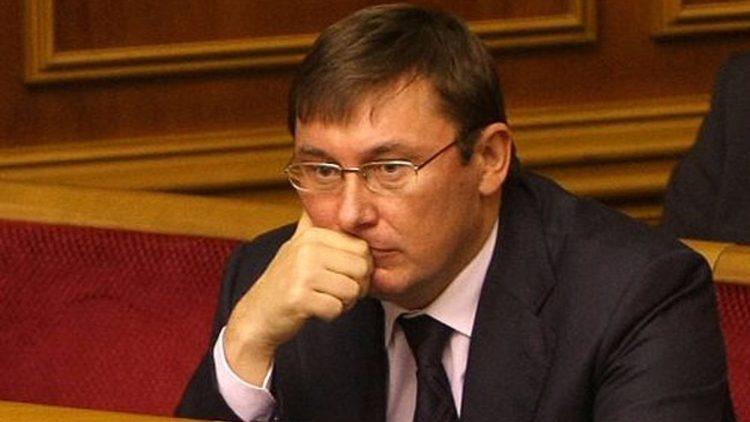 Суд обязал НАБУ расследовать получение взятки Юрием Луценко