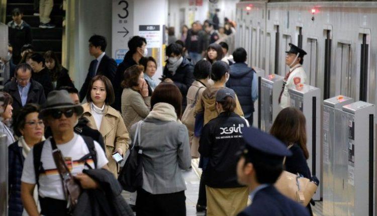 Пассажирам метро Токио обещают бесплатную еду за отказ от поездок в час пик
