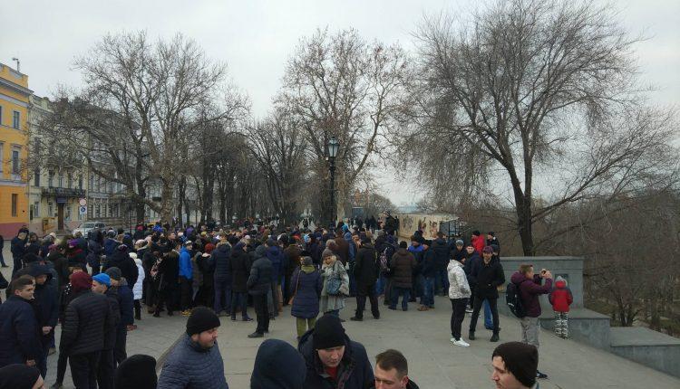 В Одессе пранкеры собрали сотни людей на митинг за несуществующего кандидата