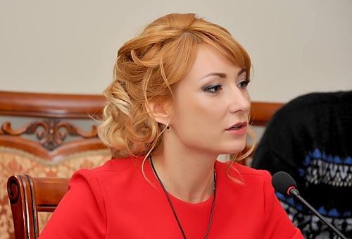 Нардеп Анна Романова пришла в Раду в культовом пиджаке Balmain стоимостью 50 тысяч
