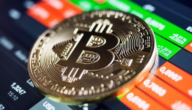 Криптобиржа обанкротилась из-за растраты сотрудником $26 млн