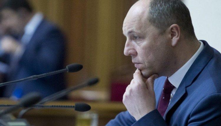 Парубий созывает внеочередное заседание Рады по просьбе Зеленского