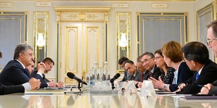 """Михаил Подоляк: """"Послы G7 просят """"уйти"""""""