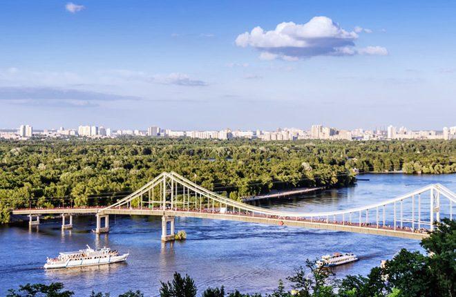 Киевский горсовет запретил застройку Труханова острова