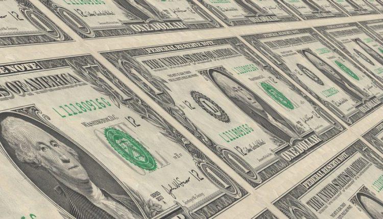 Дефицит внешнеторгового баланса увеличился почти в два раза