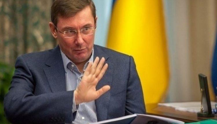 Зеленский вносит в Раду представление об увольнении Луценко
