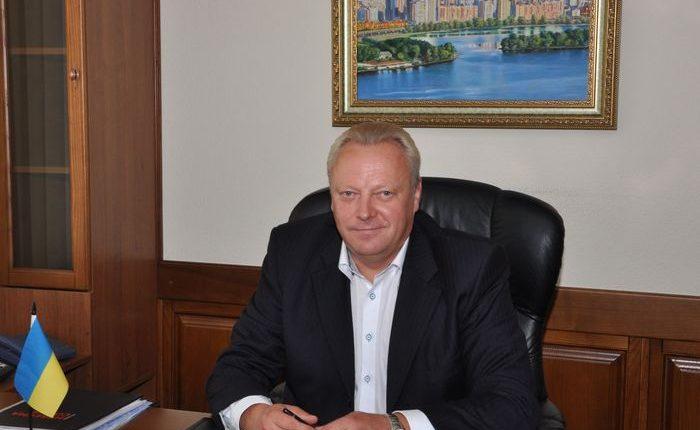 Глава Оболонского района заработал 448 тысяч и получил подарок от профсоюза