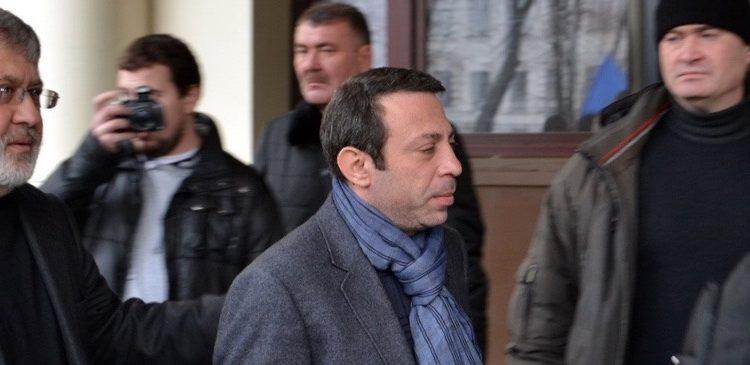 """Михаил Подоляк: """"Чартеры для беглецов"""""""