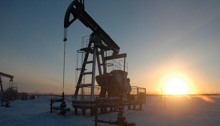 Мировые цены на нефть снижаются на фоне опасений замедления спроса