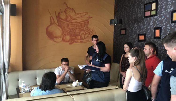 Следователи ГПУ задержали чиновников, вымогавших $500 тысяч у бизнесмена