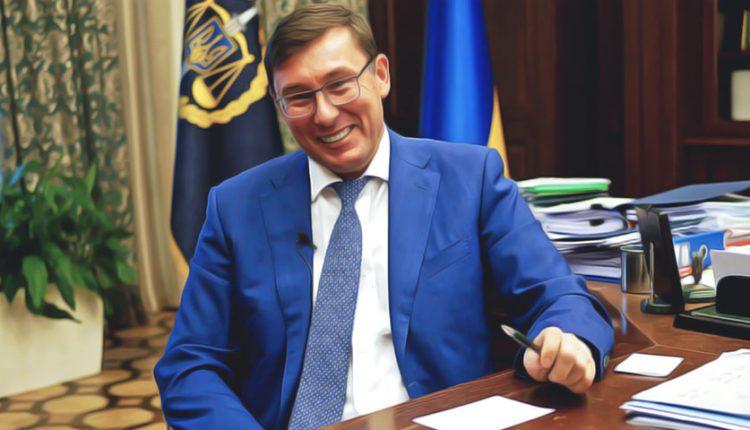 Генпрокурор Юрий Луценко заработал в июне 107 тысяч гривен