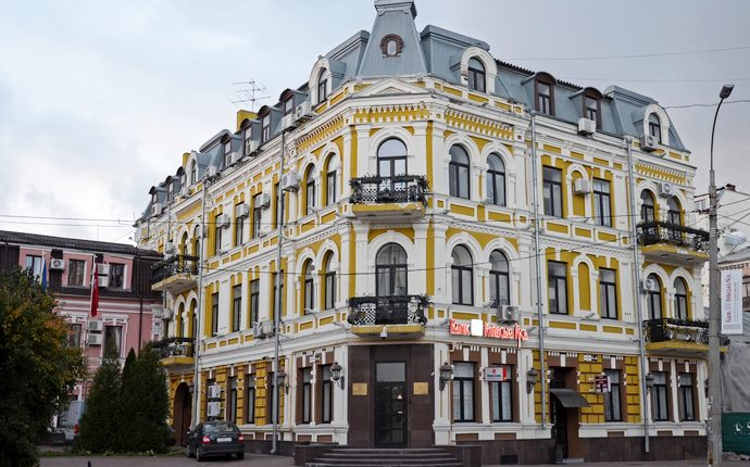 """ФГВФЛ продает бывший офис банка """"Киевская Русь"""" на Подоле за 58 млн"""