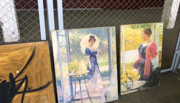 Киевская таможня задержала грузовик с 98 старинными картинами из Франции