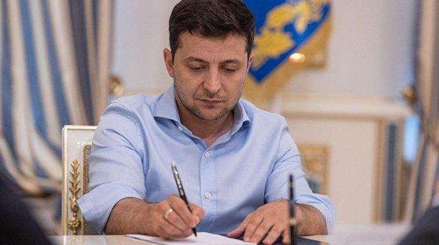 Зеленский подписал закон Порошенко о снятии неприкосновенности с нардепов