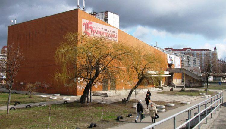 Столичный кинотеатр отремонтируют почти за 100 млн