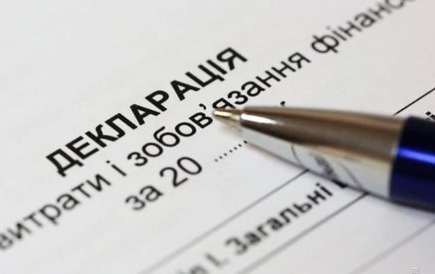 Чиновников обязали декларировать активы племянников и родителей жены