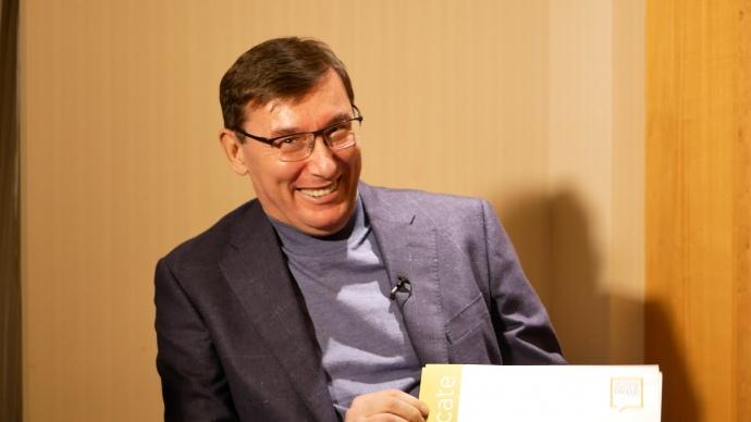 Юрий Луценко жалуется, что никто не верит в его обучение в Лондонской школе английского