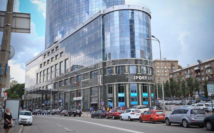 """СБУ проводит обыски в столичном бизнес-центре """"Парус"""""""