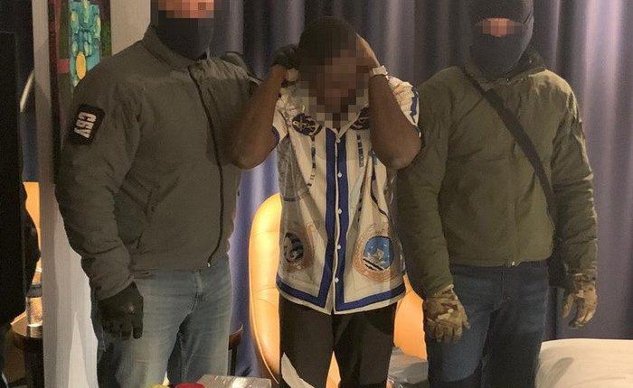 В Киеве СБУ задержала студента, пытавшегося выманить $100 тысяч у аграриев