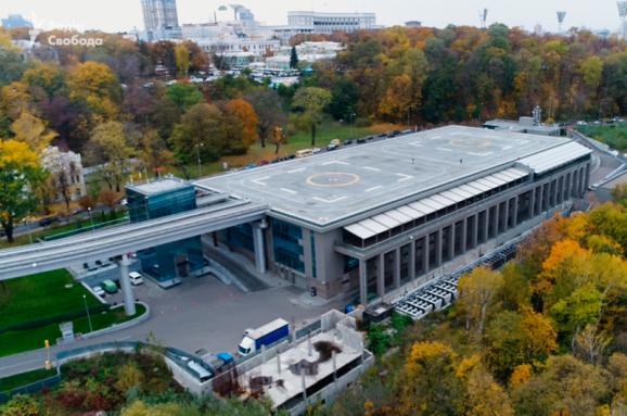 """Слуги народа"" соберутся на съезд под вертолетной площадкой Януковича"
