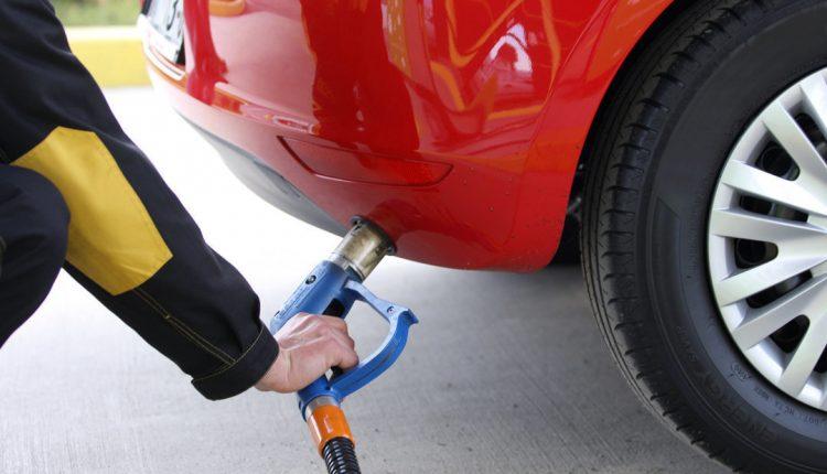 Крупные сети АЗС продолжают повышать стоимость автогаза