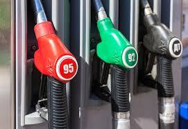 АМКУ обязал крупные сети АЗС снизить цены на бензин и дизтопливо