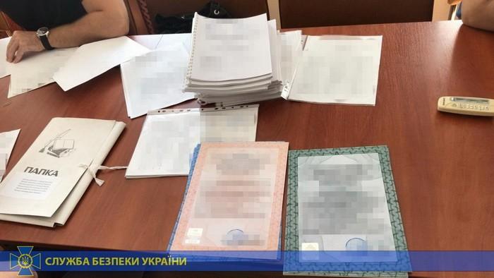 Директора столичного коммунального предприятия подозревают в присвоении 20 млн