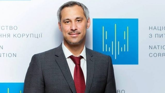 Кабмин увеличил зарплату генпрокурору Рябошапке