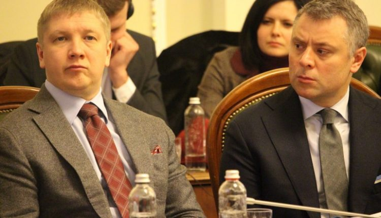 """Кабмин просит приостановить выплату премий руководству """"Нафтогаза"""""""