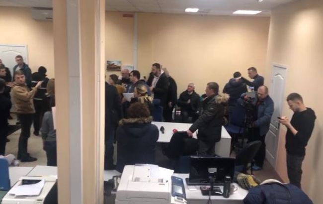 СБУ провела обыски на телеканале Коломойского в связи с делом о прослушке Гончарука