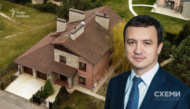 Министр экономики не задекларировал имение под Киевом и квартиру жены в Москве