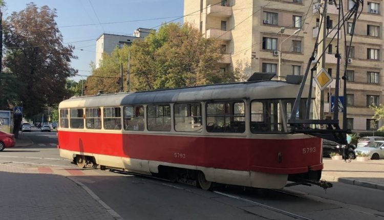 В Киеве с 23 марта для большинства жителей столицы закроют общественный транспорт