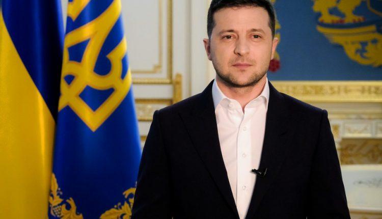 Большинство украинцев против, чтобы Зеленский еще раз шел в президенты