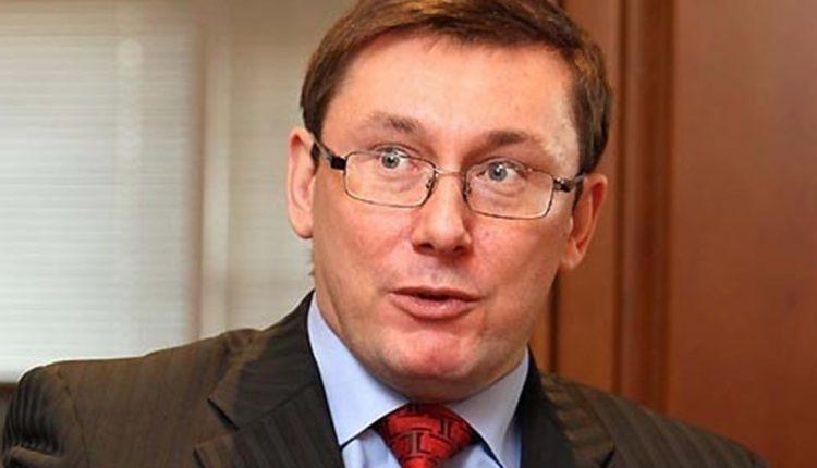 Юрий Луценко занялся выращиванием земляники