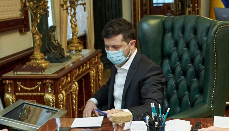 Зеленский переходит на особый режим работы в связи с COVID-19 у его жены